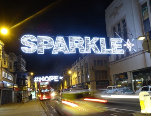 Neon Signs Set The Trend Again In The Decoration Of Our Streets